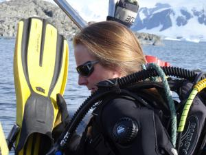 Guest speaker Dr. Ashton diving in Antarctica